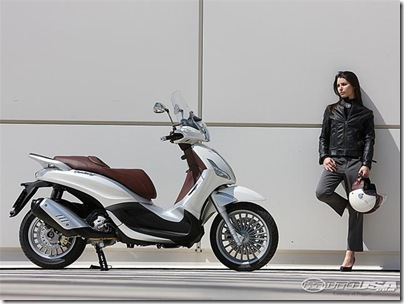 2011-Piaggio-Beverly-300ie-2.jpg2011 Piaggio Scooters Picture 2 of 11
