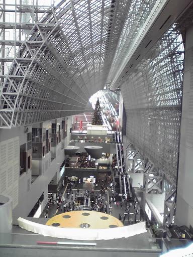 京都駅ビル内部の写真