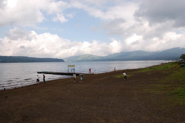 曇り空の山中湖の写真