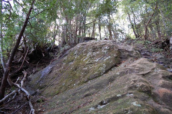 三ツ瀬明神山最初の鎖場の写真
