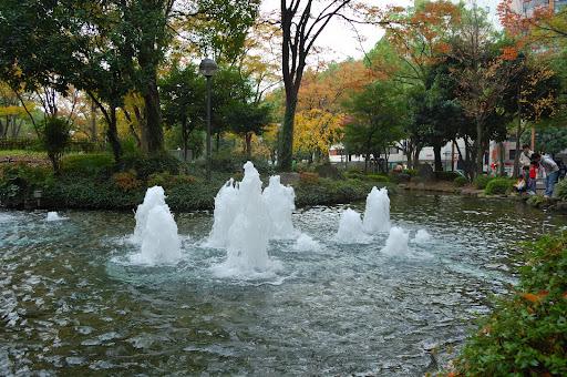 名古屋テレビ塔の下の噴水の写真
