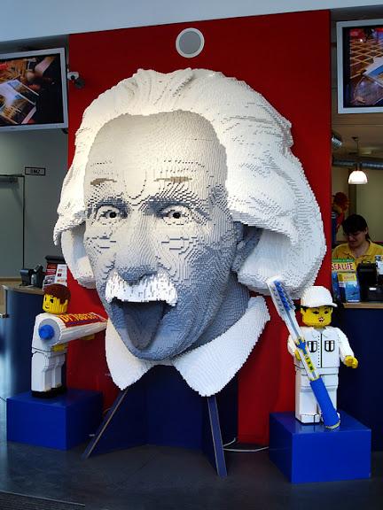 Портрет Эйнштейна в Лего