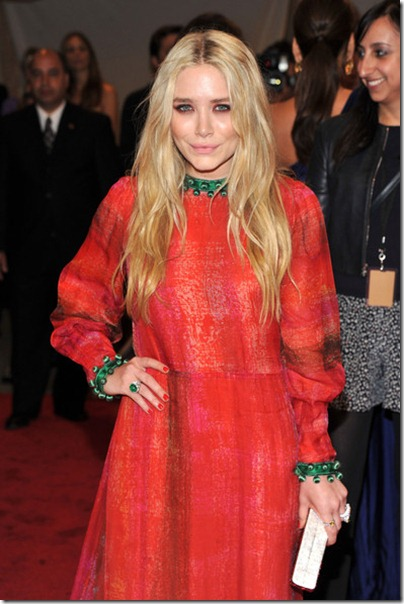 Mary-Kate Olsen in Vintage Givenchy Haute Couture Kleid an der Gala 2011 traf rot