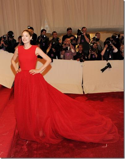 Doutzen Kroes in roten Kleid Giambattista Valli an der MET Gala