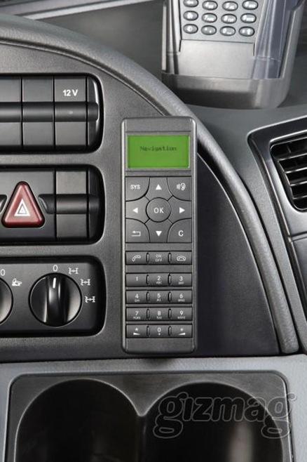 mercedes-benz-truck-navigation-system-1