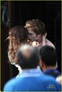 robert-pattinson-kristen-stewart-new-moon-kiss-07