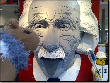 bl-pl-arte-escultura-einstein-lego