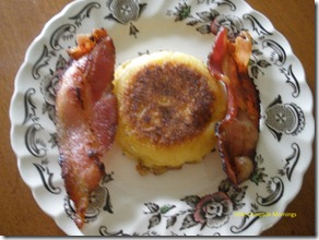 Corn cakes bacon