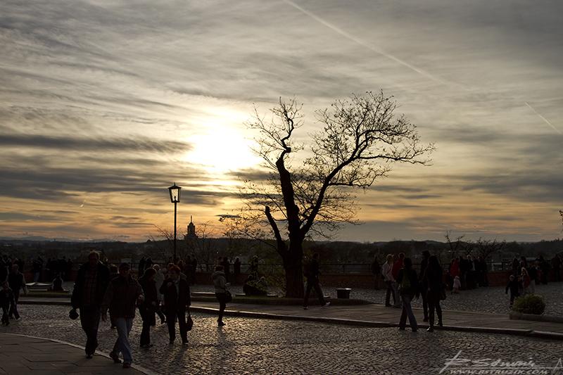Kraków, Wzgórze Wawelskie. Zachód słońca nad Wisłą.