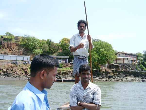 Boatman taking passengers to the other side, towards Kade Varcha Ganpati Temple
