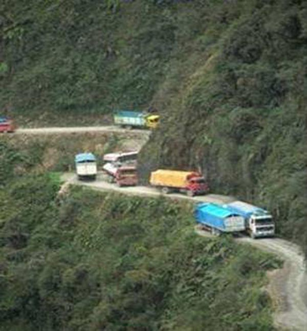 Bolivian Highway - Deadly Bolivian Highway - Struggling trucks