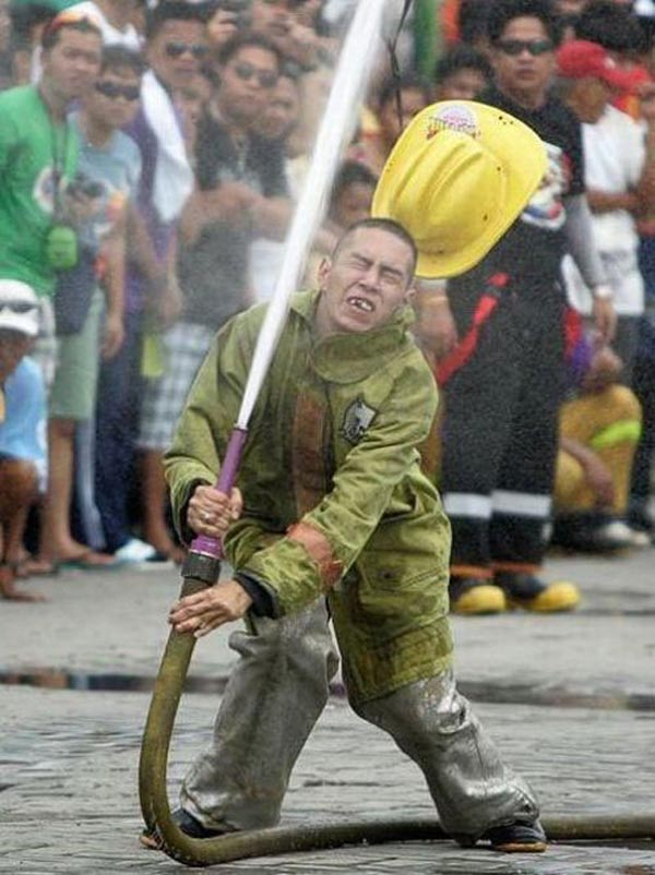 Photos of people doing stupid things - Fire fighter fighting with water