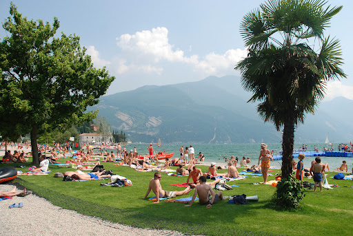 Lago de Garda no município de Riva del Garda