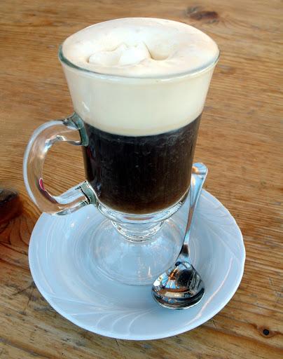 Café gelado, feito apenas com gelo e açúcar