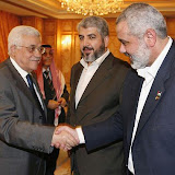 MECCA, SAUDI ARABIA - FEBRUARY 8:  Hamas leader Khaled Meshaal (c), Palestinain President Mahmoud Abbas (L) and Palestinian Prime Minister Ismail Haniyeh (r) meet on February 8, 2007  in Mecca, Saudi Arabia. Rival Palestinian factions tried to agree a joint platform on peace accords with Israel in Thursday's second day of crisis talks in Saudi Arabia aimed at forming a unity government.  (Photo by Suhaib Salem-Pool/Getty Images)           *** Local Caption *** Mahmoud Abbas;Khaled Meshaal;Ismail Haniyeh