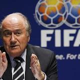 Blatter : «La FIFA va réétudier les questions darbitrage»
