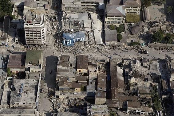 800px-Downtown_Port_au_Prince_after_earthquake