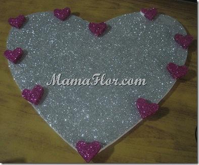 Corazón de Tecnopor, lleno de brillantina y diamantina