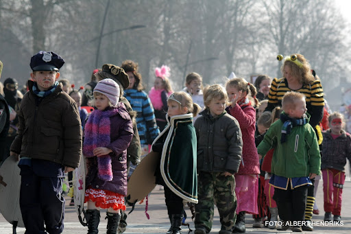 carnavalsoptocht josefschool 04-03-2011 (6).JPG
