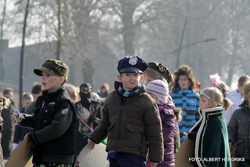 carnavalsoptocht josefschool 04-03-2011 (7).JPG