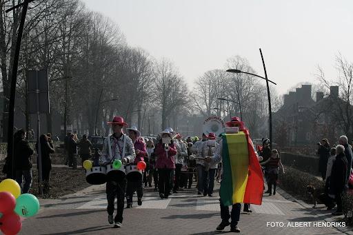 carnavalsoptocht josefschool 04-03-2011 (8).JPG