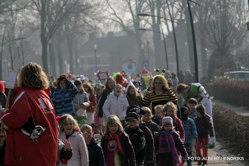 carnavalsoptocht josefschool 04-03-2011 (2).JPG