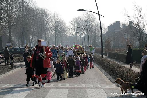 carnavalsoptocht josefschool 04-03-2011 (4).JPG