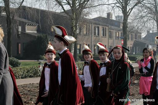 carnavalsoptocht josefschool 04-03-2011 (21).JPG