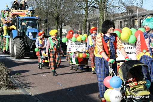 overloon carnaval optocht  06-03-2011 (124).JPG