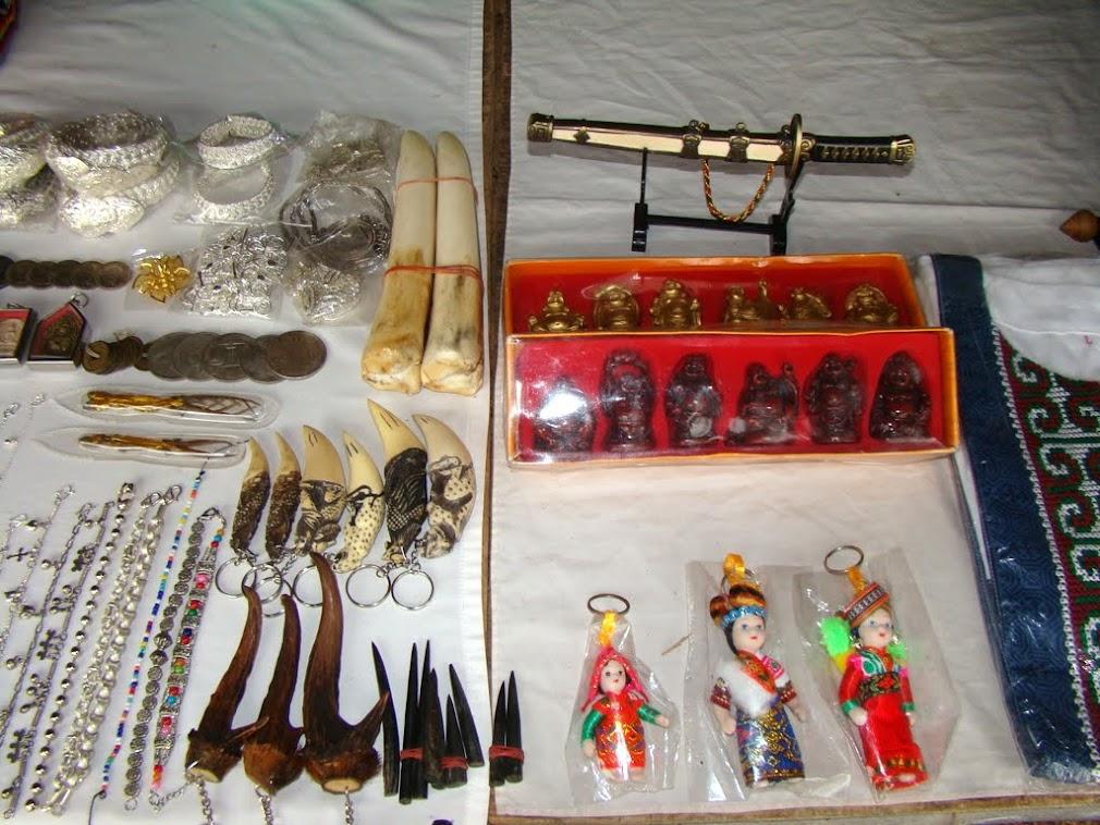 Сувениры местной и китайской ручной работы, север