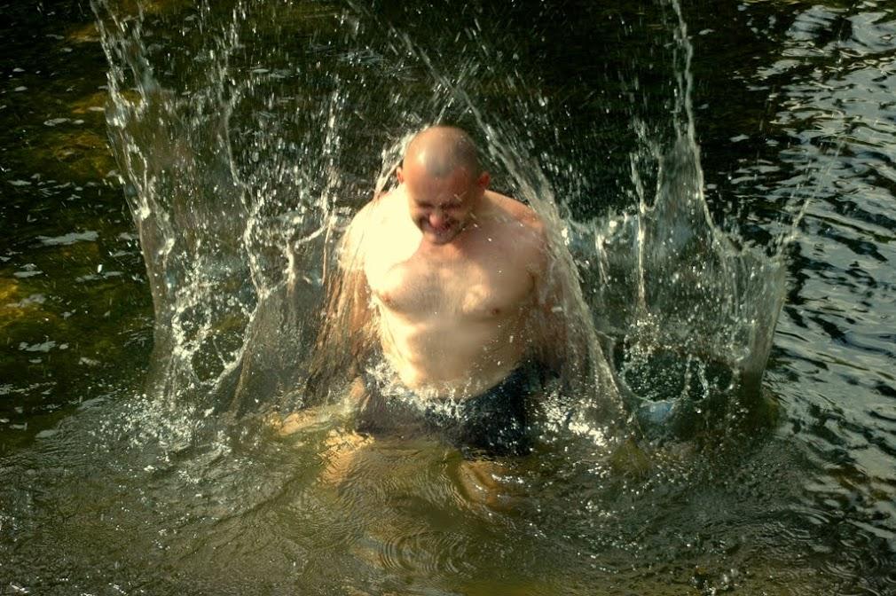 Некто Александр в одном из водопадов