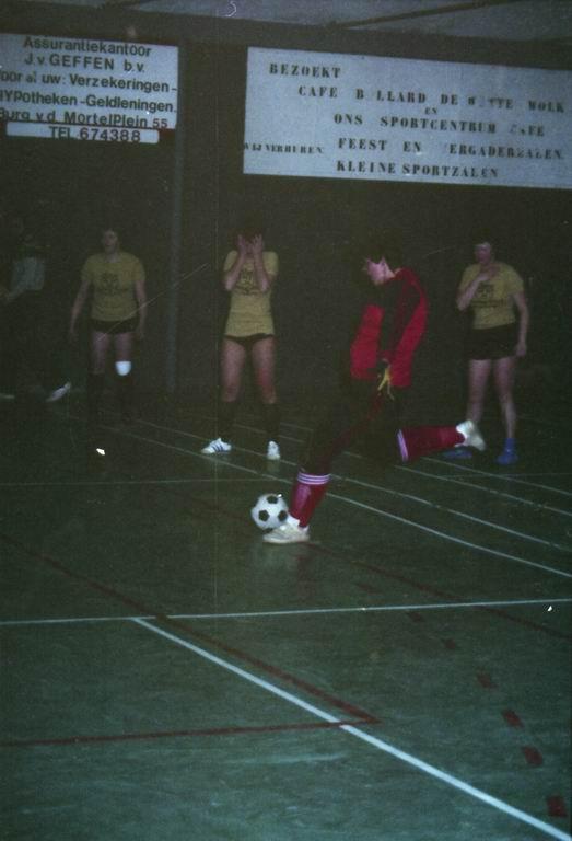 1982 - DMV - MCM Zaalvoetbal 1-20.jpg