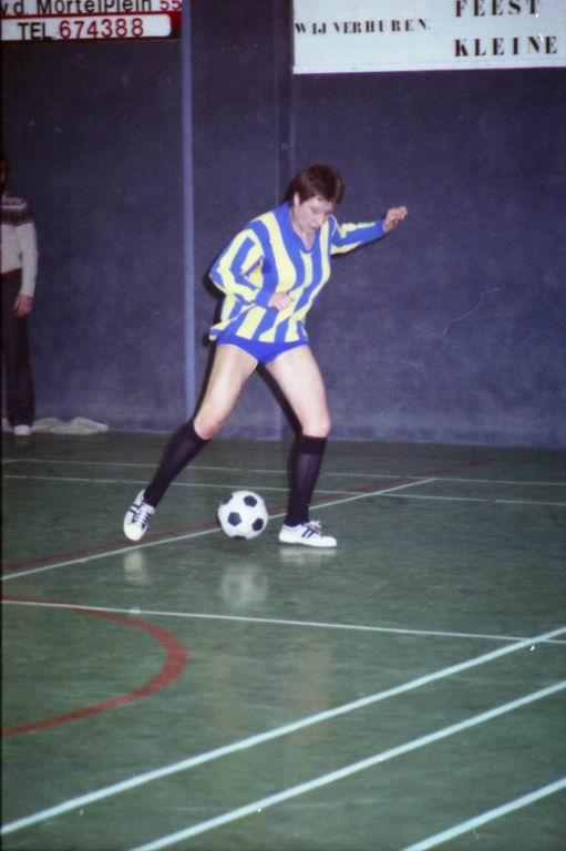 1982 - DMV - MCM Zaalvoetbal 2-06.jpg