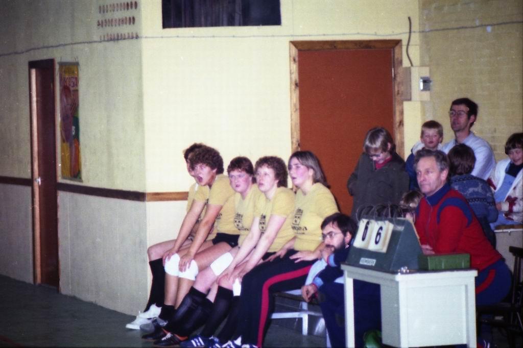 1982 - DMV - MCM Zaalvoetbal 2-02.jpg