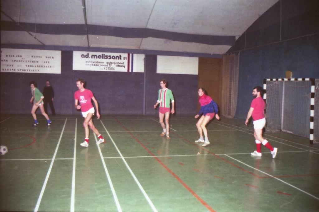 1982 - DMV - MCM Zaalvoetbal 2-13.jpg