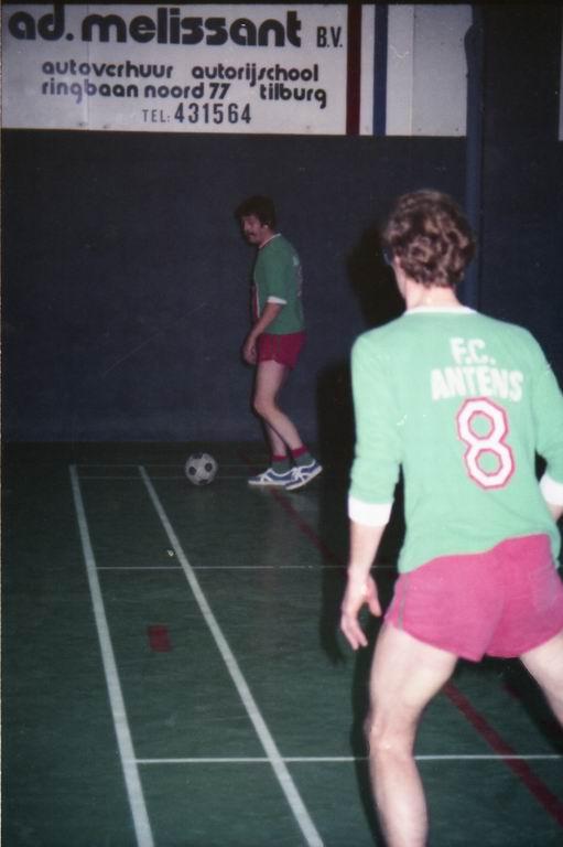 1982 - DMV - MCM Zaalvoetbal 2-16.jpg
