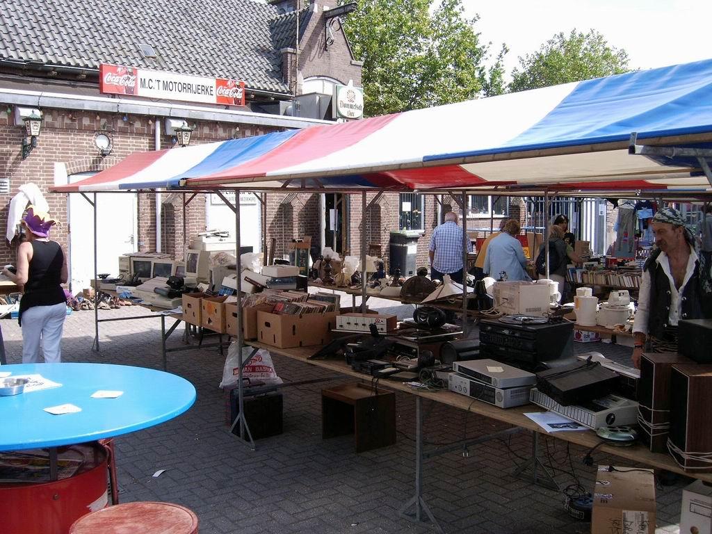 2005 - Rommelmarkt, 26-06 011.jpg
