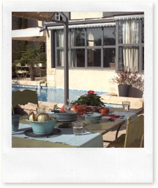 Du-bleu-pour-la-table-et-la-piscine_carrousel_gallery