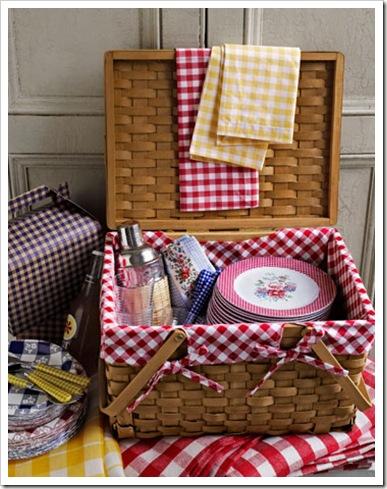 gingham-picnic-basket-de-74713695