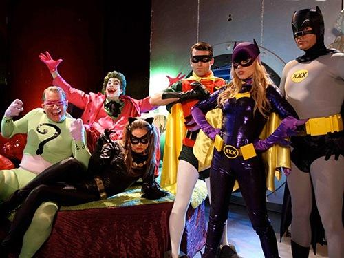 Para fugir da crise, indústria pornô cria paródias com super-heróis de HQ (vídeo)