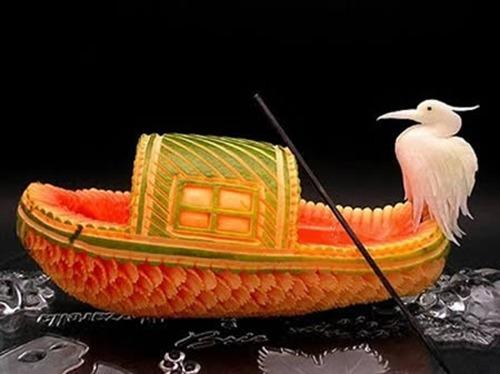 Esculturas feitas usando legumes e frutas