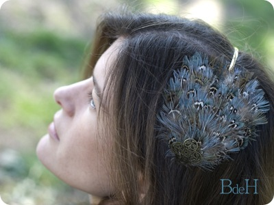 Diadema plumas azules