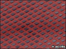 The approach made a device of 64,000 parts in three minutes. Solar cells made through oil-and-water 'self-assembly' BBC