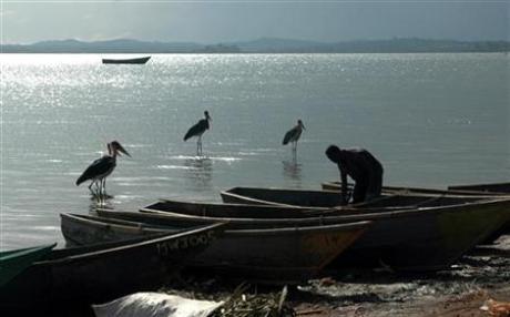 A fisherman tends his boat in the small Lake Victoria port of Ggaba, Uganda March 8, 2006. Credit: Reuters / Euan Denholm