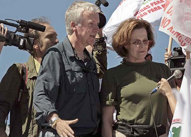 Director James Cameron and actress Sigourney Weaver march in Brasilia during a protest against a proposed dam in the Amazon. Photo: AP