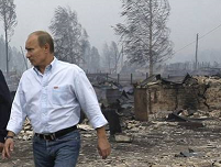 Putin visits fire site