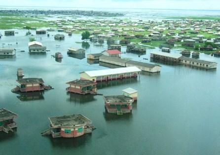 Massive flooding in Cotonou, Benin, 20 October 2010. Daniel Sellen / blogs.worldbank.org