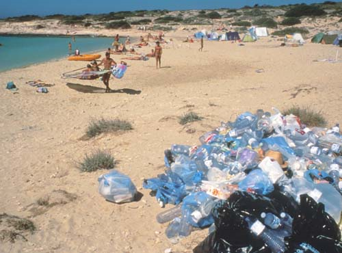 Garbage on beach in Greece. © 2000 UNEP Topham Picturepoint