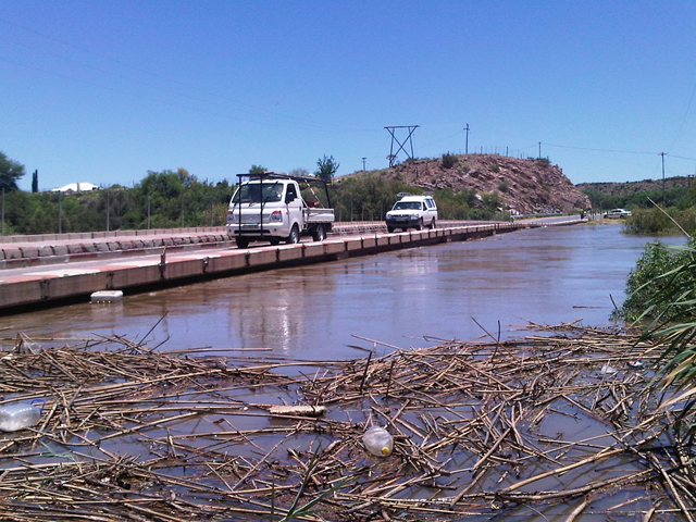Bridge over Oranje River at Keimoes, South Africa, due to close. Andrew Hockly sent this image and said that the bridge over the Oranje River is likely to be closed due to rising flood level, 10 January 2011. saweatherobserver.blogspot.com