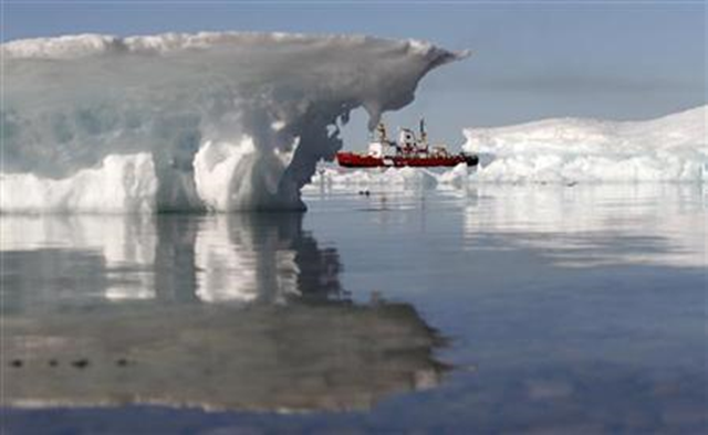 A Canadian Coast Guard icebreaker during an Arctic exercise, in Allen Bay, Nunavut, August 25, 2010. Reuters / Chris Wattie